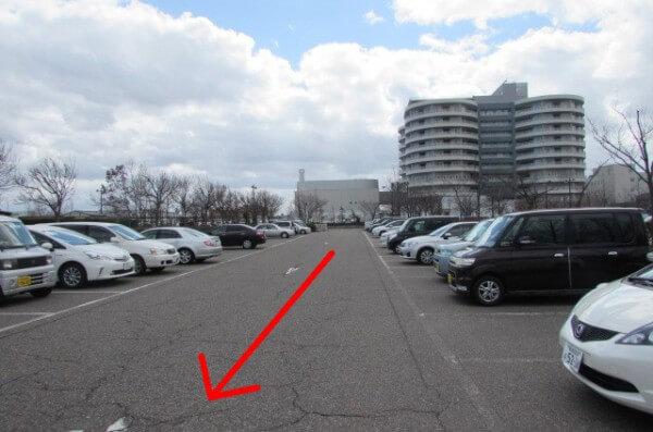 市民病院向かいの駐車場からの行き方